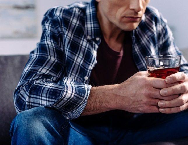 El alcohol es la mejor manera de destruir tu salud, tu felicidad y tu dinero