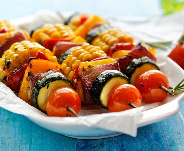 Lo ideal es que te acostumbres a tomar alimentos nutritivos que sean bajos en calorías