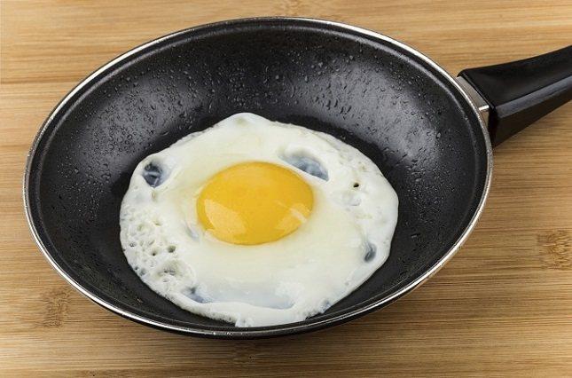 Algunas personas que hacen dieta evitan los huevos como una opción de desayuno