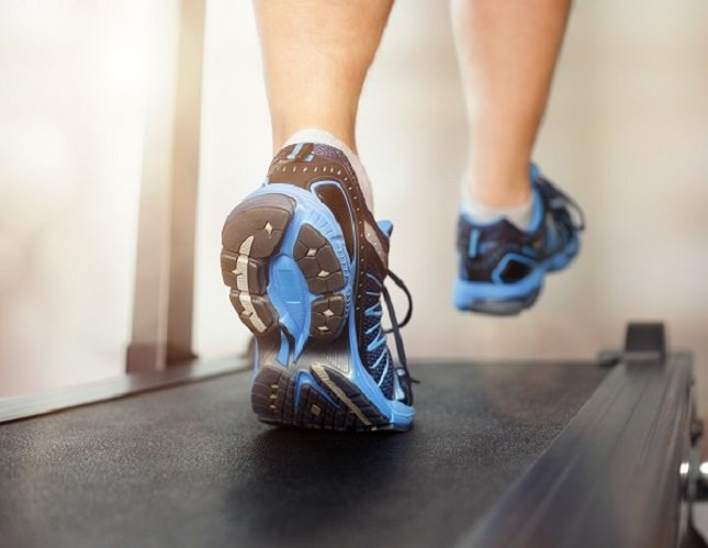 Las mujeres embarazadas deben usar una cinta de correr con precaución