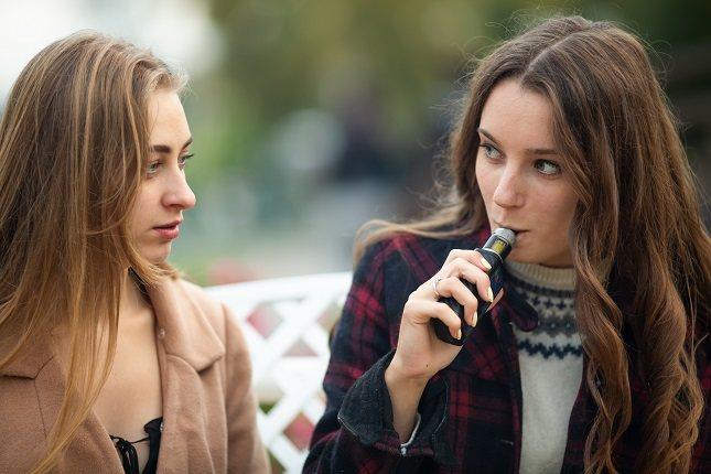 Los vapeadores provocan una adicción física a corto plazo y una psicológica a largo plazo