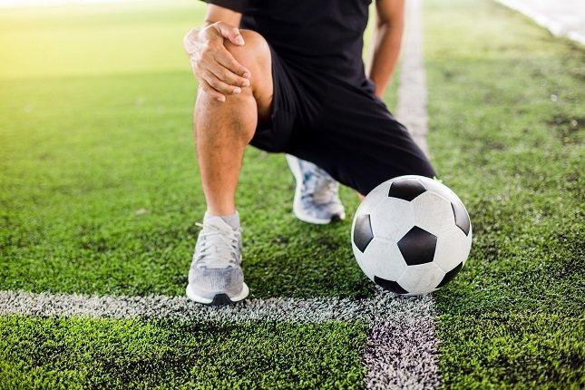 La tendinitis rotuliana puede afectar a los jugadores de fútbol que juegan a menudo