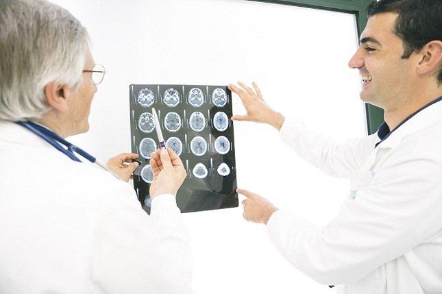 La artritis reumatoide se diagnostica como una enfermedad autoinmune