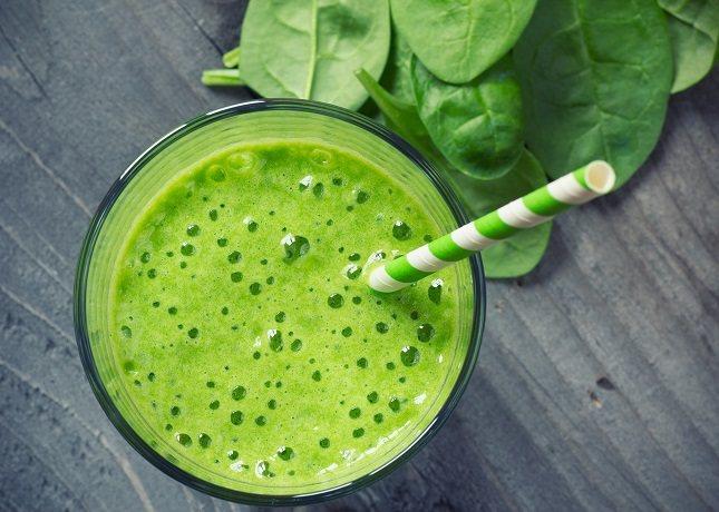 El batido verde se elabora con vegetales
