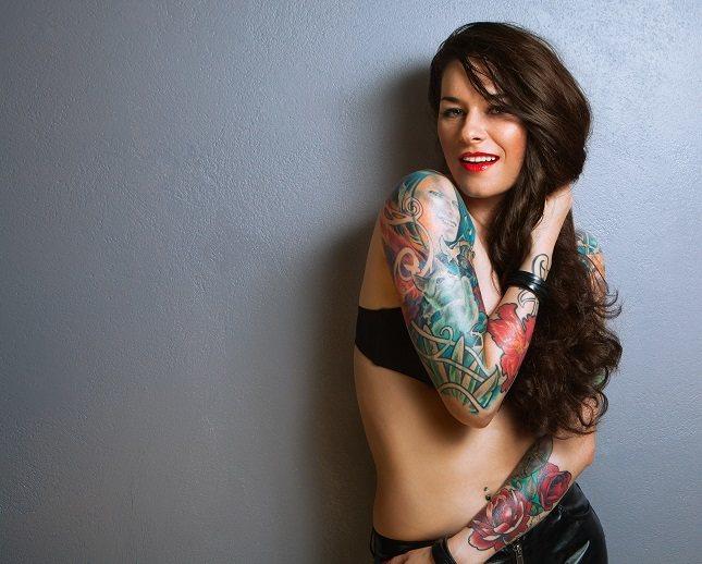 Un tatuaje es una forma agresiva de decorar la piel