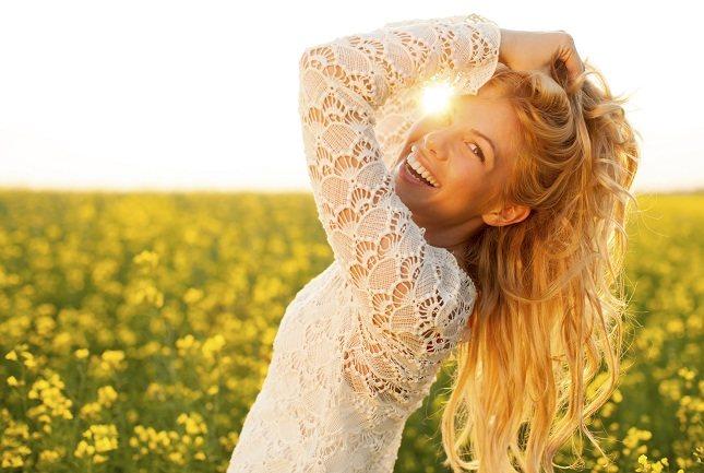 El cabello acumula sudor y nos protege de los dañinos rayos del sol