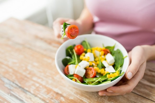 Sigue una dieta a base de verduras, fruta, pescado y carnes magras cocinadas con poca grasa
