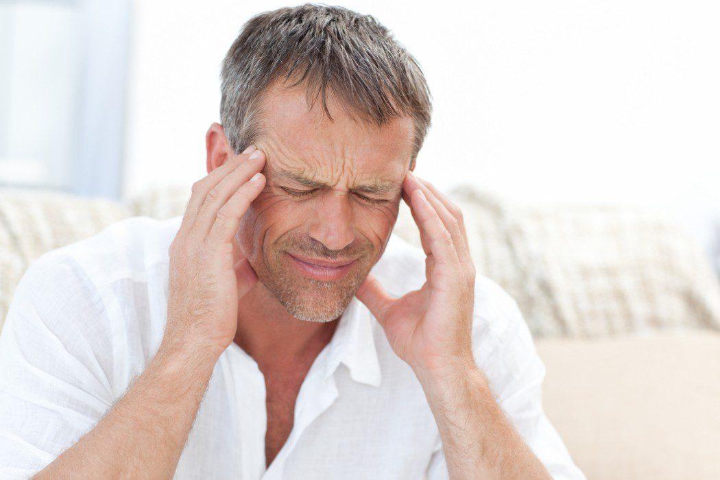Dolor en la cuenca del ojo y de cabeza