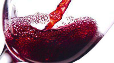 ¿Tiene beneficios tomar una copa de vino al día?