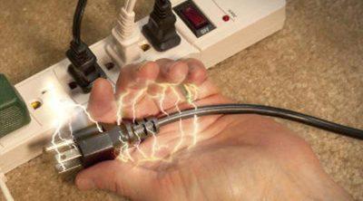 ¿Cómo actuar ante una descarga eléctrica en casa?