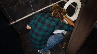Por qué se vomita cuando se bebe mucho alcohol