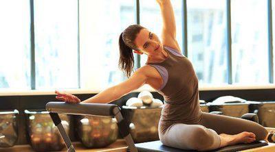 Pilates: ¿mejor con máquinas o en el suelo?