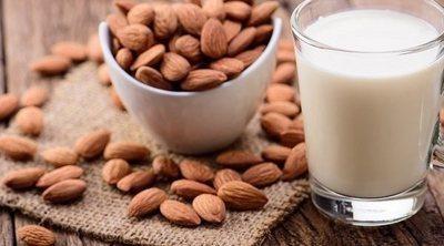 Por qué la leche de almendras es buena para tu salud