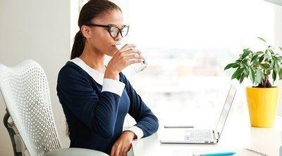 Bebe más agua para reducir las toxinas en tus intestinos