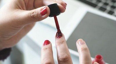 Pintar las uñas de tu hija, ¿es peligro para su salud?