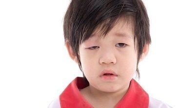 Ptosis palpebral o párpados caídos en niños