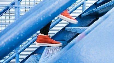 Por qué te duele la cabeza después de subir las escaleras