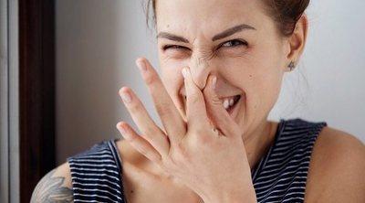 Qué causa el mal olor corporal al dormir