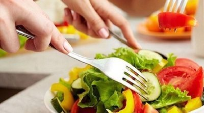 Cómo bajar de peso comiendo solo cuando tienes hambre