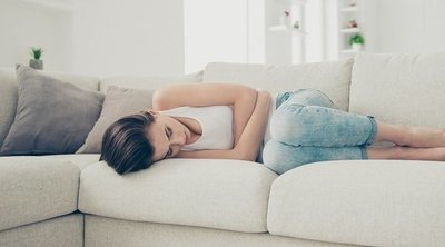 Qué indican los diferentes dolores en el abdomen